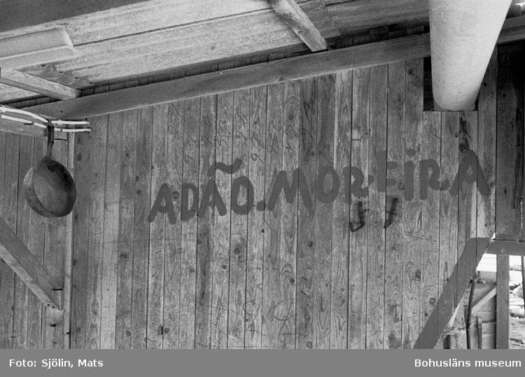 """Bohusläns samhälls- och näringsliv. 2. STENINDUSTRIN. Film: 9  Text som medföljde bilden: """"Intr. hytt. April -77."""""""
