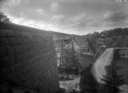 """Enligt tidigare noteringar: """"Järnvägsbron och landsvägsbron"""