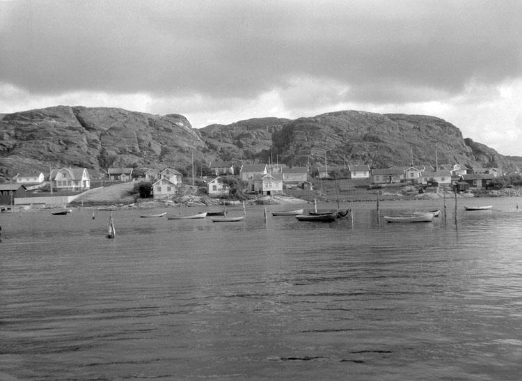 """Enligt senare noteringar: """"Ellös från ångbåtsbryggan. 18 Augusti 1927."""""""