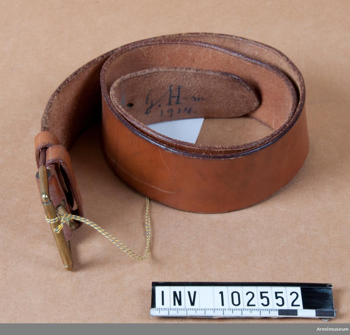 Skärp av läder, på insidan märkt G.H-m 1914.