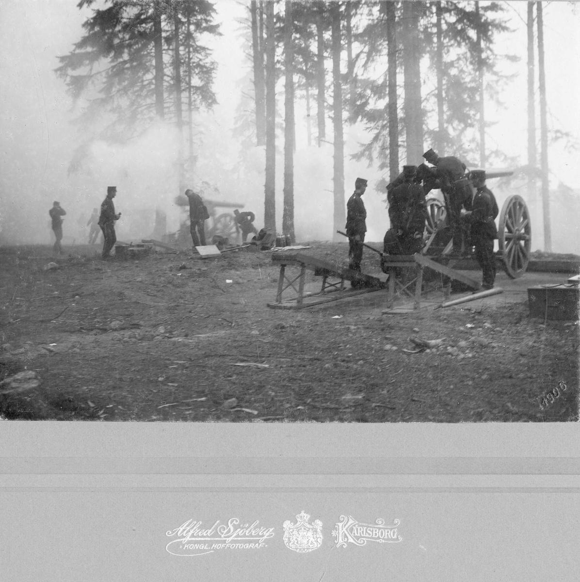 Soldater tillhörande Positionsartilleriregementet i Karlsborg övar ... 72717b1a7b8bf