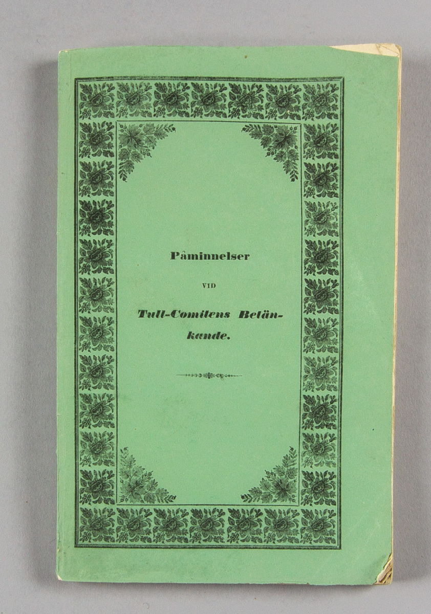 """Bok, häftat pappersband: """"Stockholms fabriks- och manufactur-societeters underdåniga påminnelser vid tull-comitéens betänkande och förslag till ny tulltaxa""""  utgiven hos P. A. Norstedt & Söner i Stockholm 1840.  Häftad och skuren, i tryckt grönt omslag."""