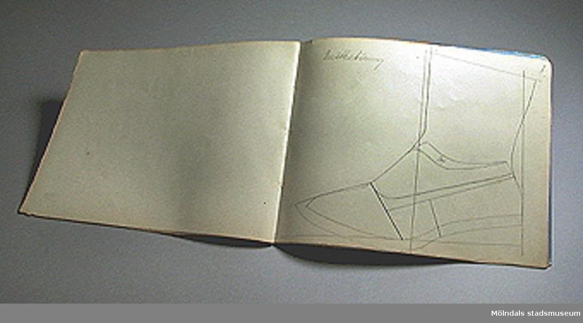 Skissbok för mönster till läderverkstaden.Användes i Stretereds läderverkstad.