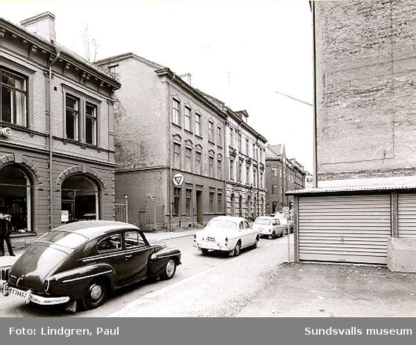 KFUM:s Fastighetsförening. Rådhusgatan 9. Enligt stadsplan 1968 är fastigheten reserverad för bilparkering.
