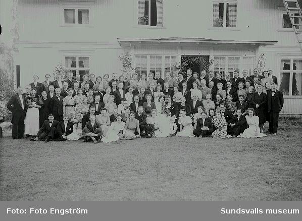 Bröllopsfoto i trädgård.  Beställare. Bror Erik Johansson.