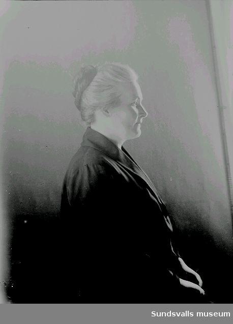 Fotograf Ester Näslunds mor Kristina Näslund, gift med mjölnaren Lars Johan Näslund. Öppom Ljustorp.