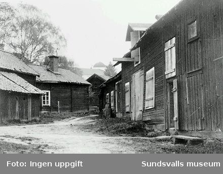 Stall och förrådslänga i kv Västkilen.