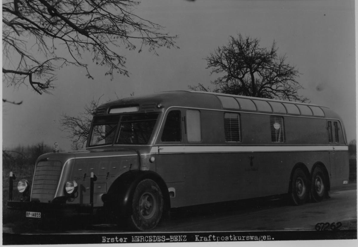 Det första automobilpostkontoret - av typ Mercedes-Benz. Slutet av 1930-talet. Tyskland