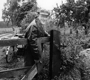 Lantbrevbärare Ruben Carlsson ute på turen.