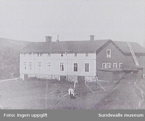 Emil Antonius (Carlsson). Gamla charkfabrikbyggd 1932. NNS (Nedrenorrlands slakteri-föreninging övertog lokalen 1941.
