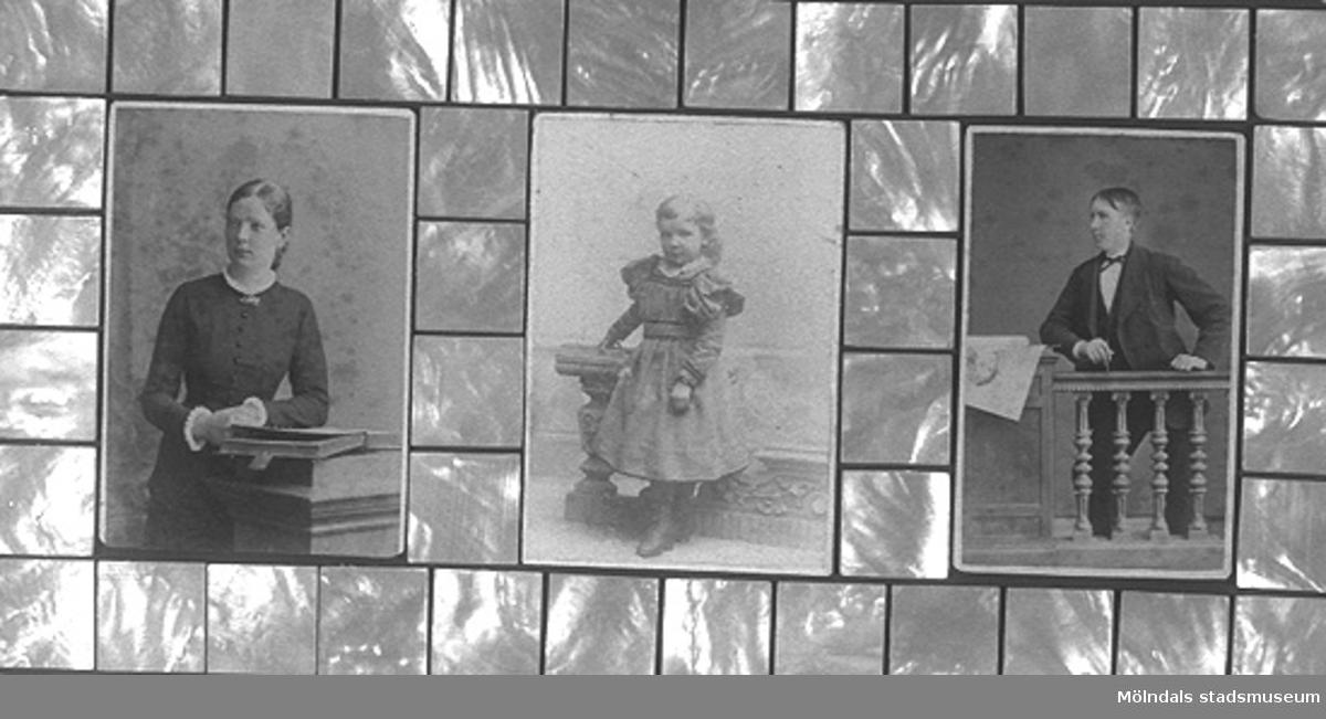 En tavla med tre porträtt föreställande Andreas Benjaminsson med makan Beata f. Lindbäck och dottern Anna, född 1893 i USA. Makarna utvandrade till USA 1886. Ram av pärlemor som användes vid inläggning i möbler. Tillverkad av Gunnel Knuthén.