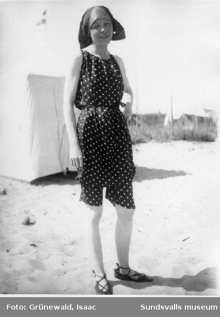 Sigrid Hjertén på stranden, Fanö, Danmark, 1917.