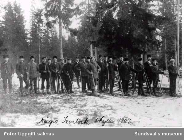 Medlemmar ur Svartviks skidskytteförening 1907.