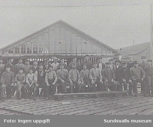 Första raden fr.h. Häggström (Manfred och Tyra Häggströms far), bredvid honom Östlund.