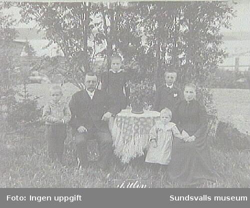 Familjen J Ulin. Fotografiet taget under Lars Ulrik Öquists tid som ägare av Eriksdals sågverk 1870 - 1896.