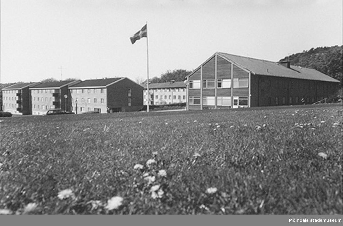 Inflyttning från det tidigare försörjningshemmet/äldreboendet Kärra Hökegård påbörjades 1951.