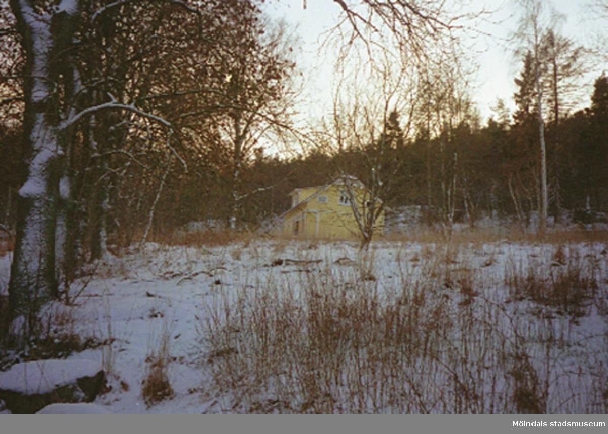 Vy från Berghemsgatans sydvästliga del mot söder. I bakgrundens mitt ses bostadshuset.