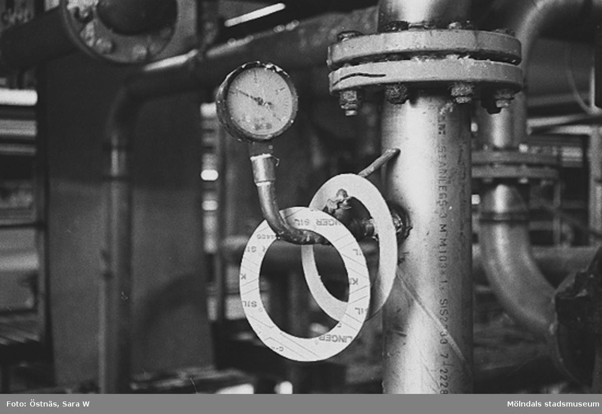 Detalj från en maskin för papperstillverkning, 1980-tal.Bilden ingår i serie från produktion och interiör på pappersindustrin Papyrus.
