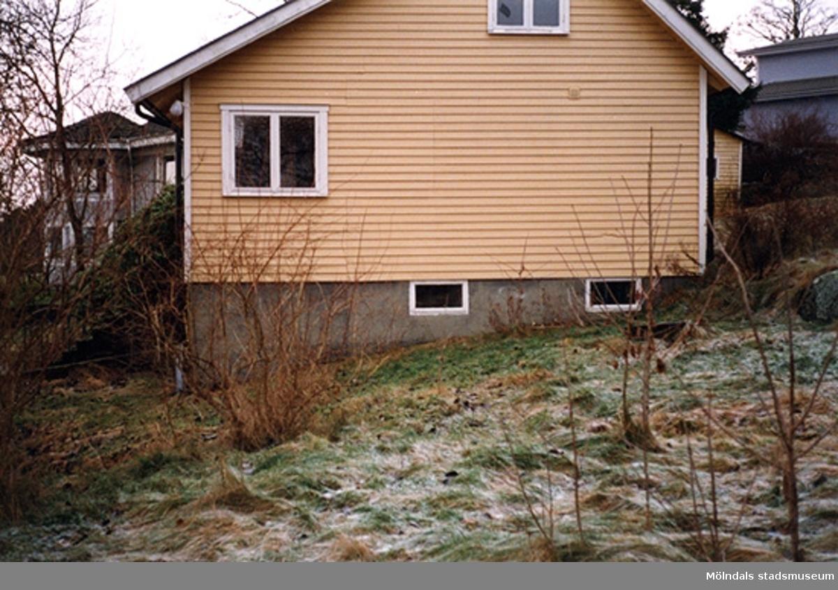 Ett bostadshus, Heleneviksvägen 18, Sjövalla 1:103, Helenevik 2000-02-26.
