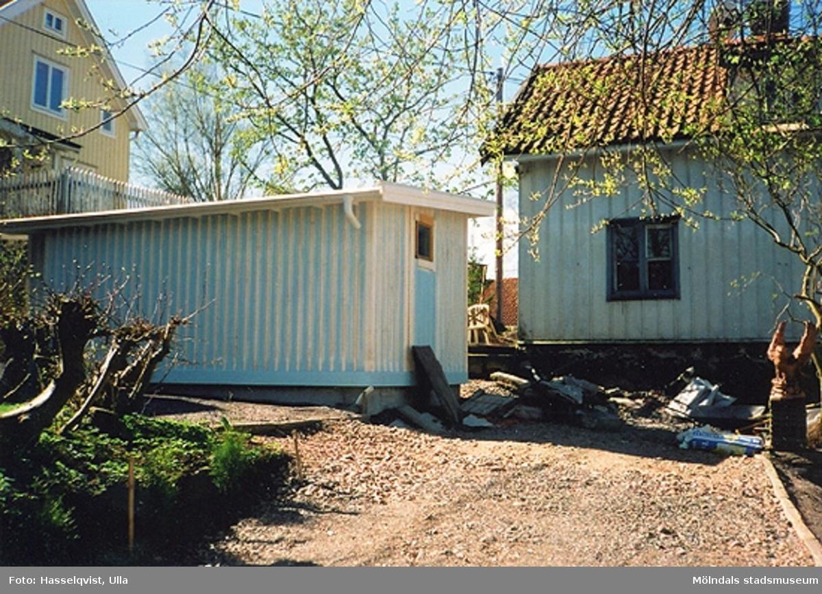 Byggnadsdokumentation inför ombyggnad.Bostadshus med uthus på Roten M 31, Korndal 7 i Kvarnbyn 2000.
