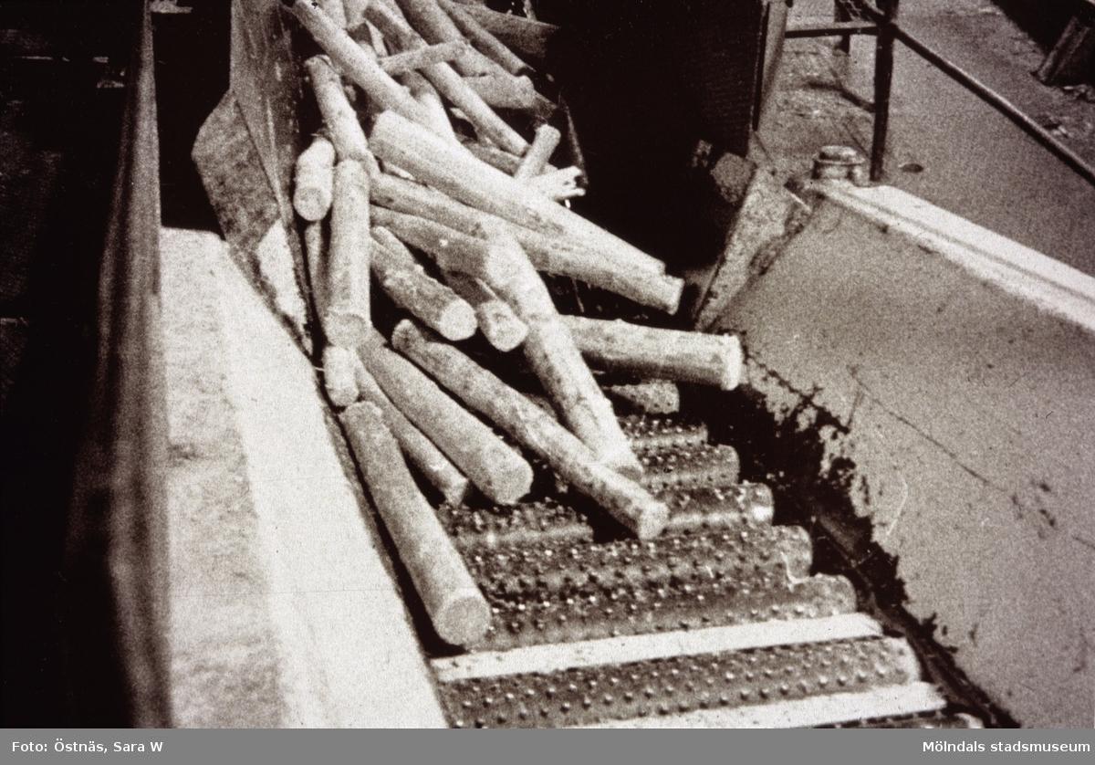 Massaved på väg till sliperiet på Papyrus i Mölndal, år 1990.