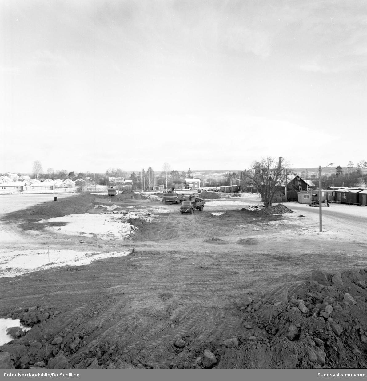 Byggandet av baden på Alnö, Kuben och i Sundsvall är påbörjade. Fotograferat för Centrala Byggnadskommittén.