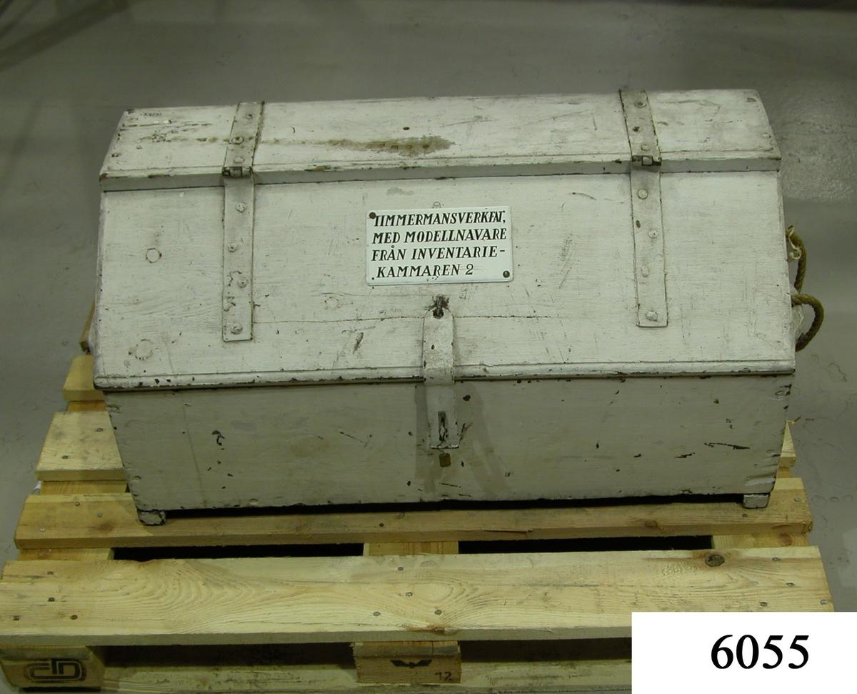 Verkfat, timmermans, i vilket förvaras 19 stycken modellnavare.