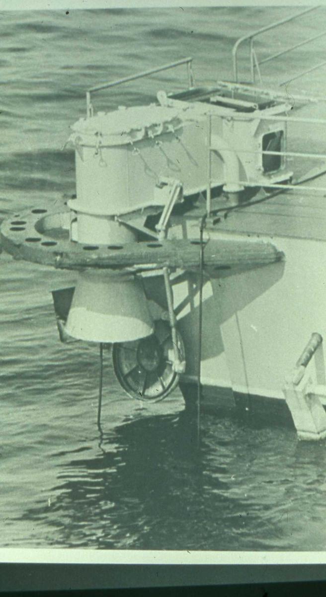 Russisk fartøy av Turya - klassen med dipping sonar montert akterut.