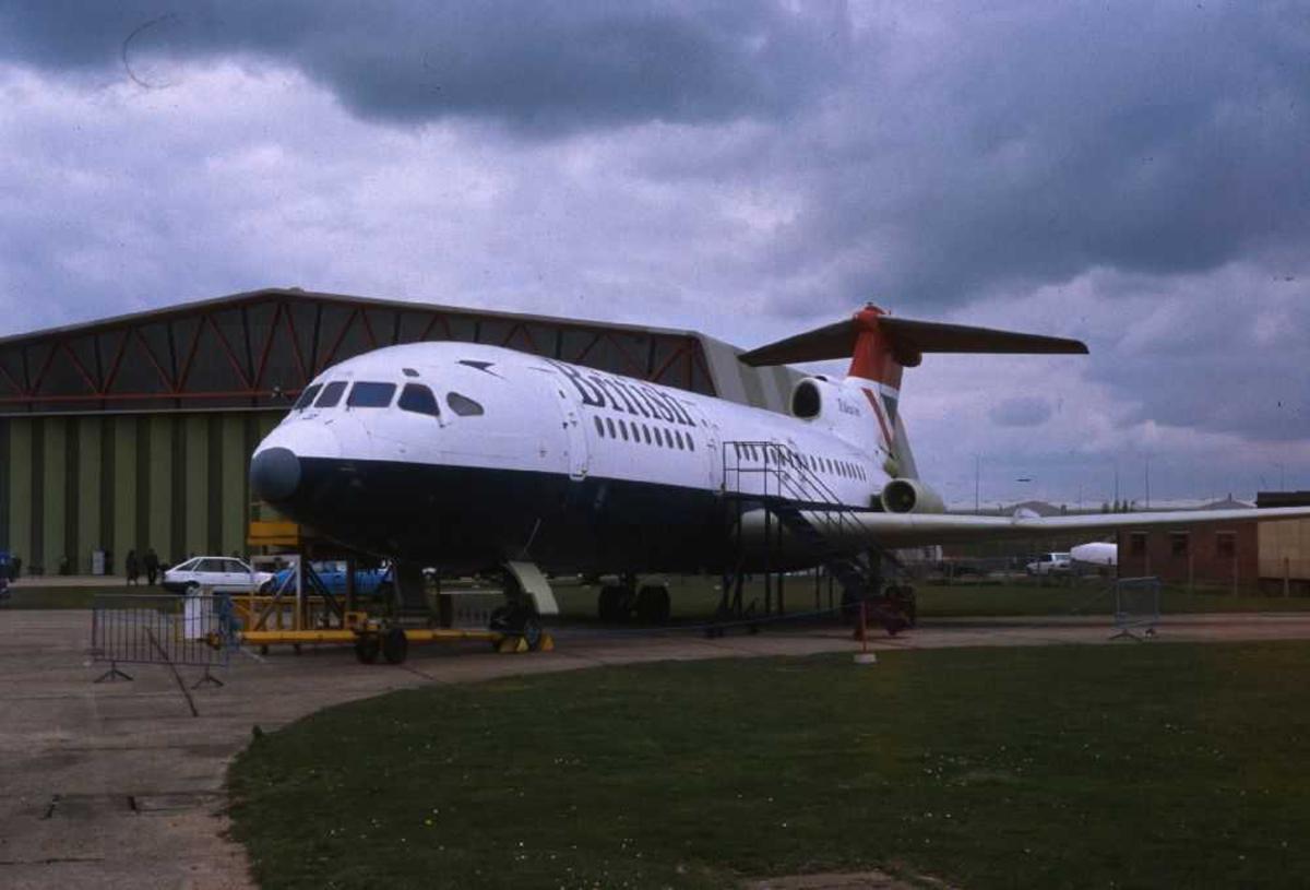 Ett fly på bakken, Hawker Siddeley HS-121 Trident 2E
