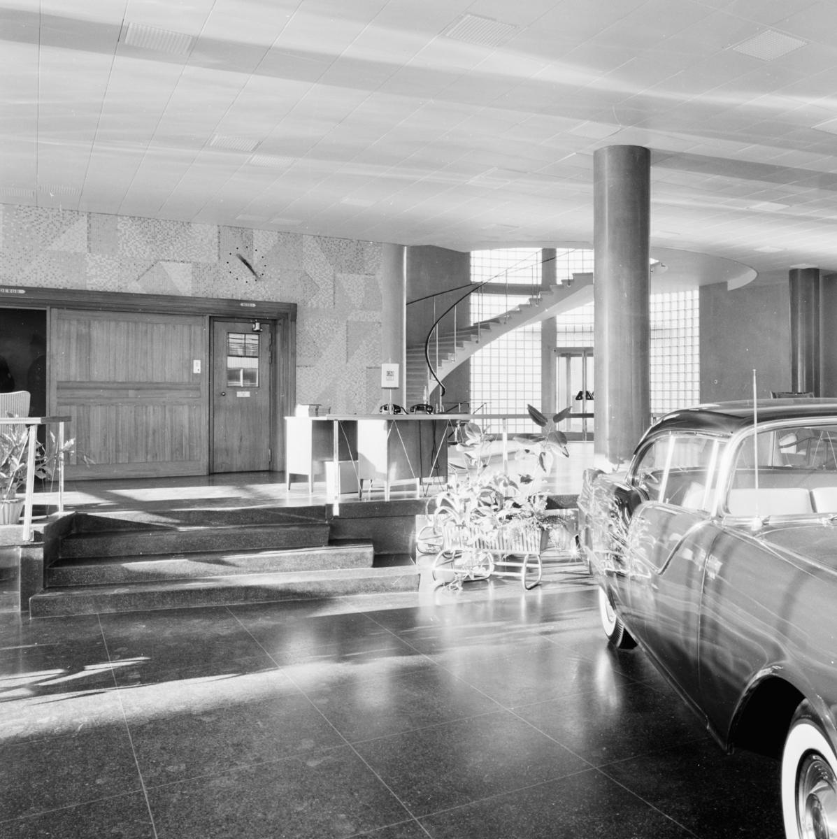 General Motors Nordiska AB vid Södra Hammarbyhamnen Entre med utställd bil Interiör