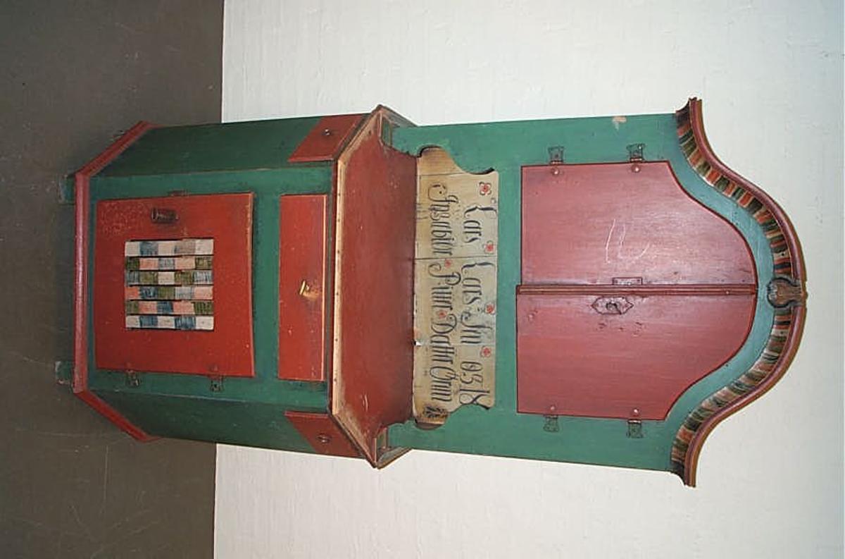 DHS.30837 er truleg kome inn til museet omkring 1985-1990. Vi kjenner ikkje historien til gjenstanden.