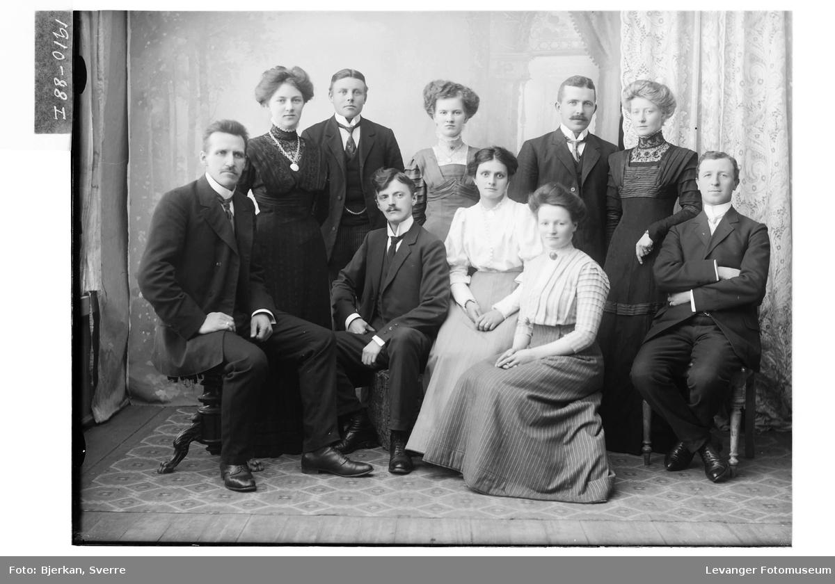 En gruppe unge mennesker.
