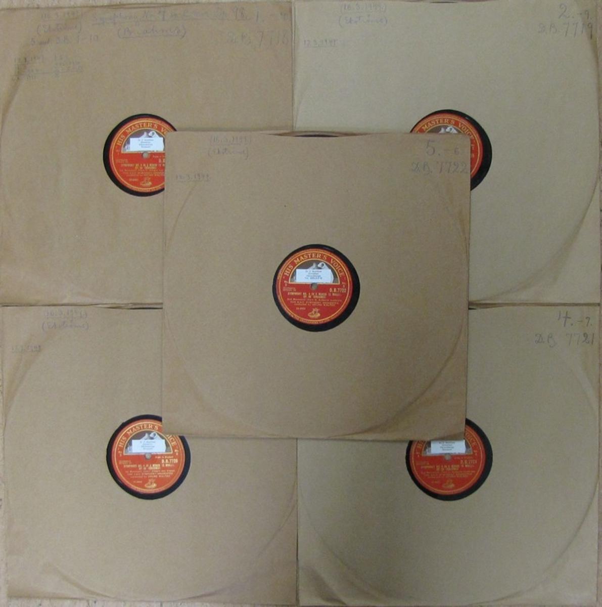 Vinylskivor av märket His Master's Voice