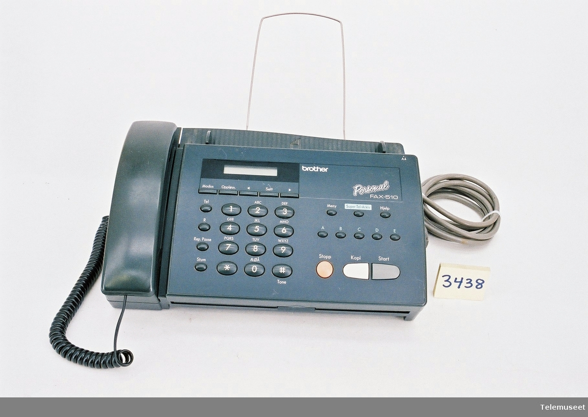 Ser nr A71884478 med telefon