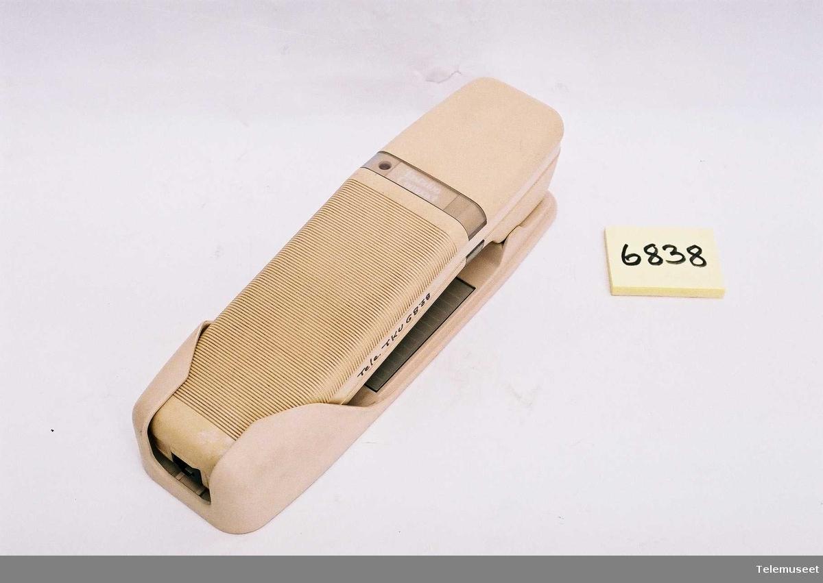 Tastafon Compact med plate for veggmontering Telefonen har ingen merking av spesifikasjoner eller serienummer. Prototype fra EB