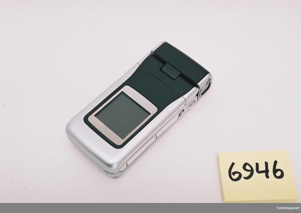 Nokia N90 Type: RM-42 356634/00/018403/2 Code: 0523859 FCC ID:QURRM 42 IC 661AC.RM-42
