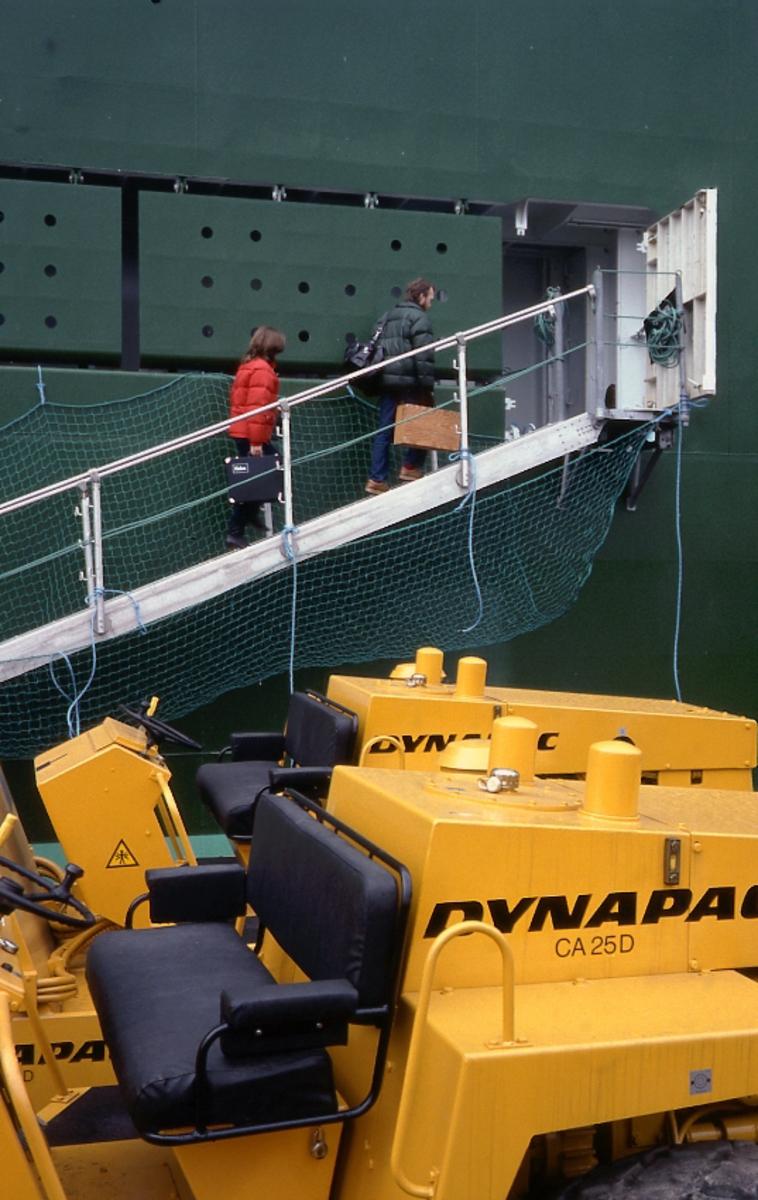 Fartyg: CARMEN                         Bredd över allt 32,28 meter Längd över allt 198,00 meter Reg. Nr.: IMO 8016548 Rederi: Rederi AB Soya Byggår: 1982 Varv: Kockums