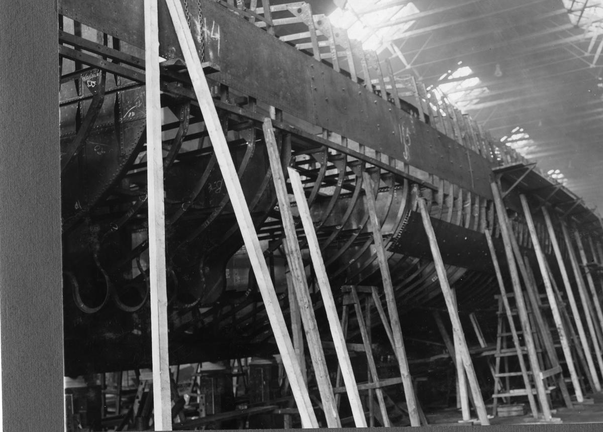 Fartyg: KLAS UGGLA                     Bredd över allt 8,9 meter Längd över allt 92,4 meter Reg. Nr.: 4 Rederi: Kungliga Flottan, Marinen Byggår: 1932 Varv: Örlogsvarvet, Karlskrona Övrigt: Jagaren Klas Uggla under byggnad
