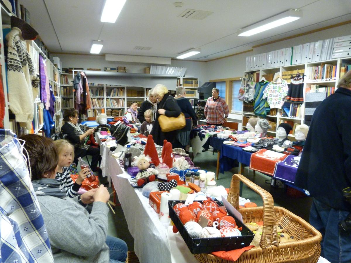 Kragerø Husflidslag hadde sitt årlig juleverksted på Berg-Kragerø Museum. Salg av risgrøt, utlodning og salg av julegaver hører med. 15.gang 25.11.2012