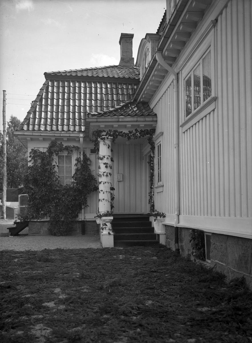 begravelse, gruppeportrett, bilder av hus. Tollkasserer Breiens/kjøpmann Aaslands hus/Adventkirken, Hesselbergs gate 42.