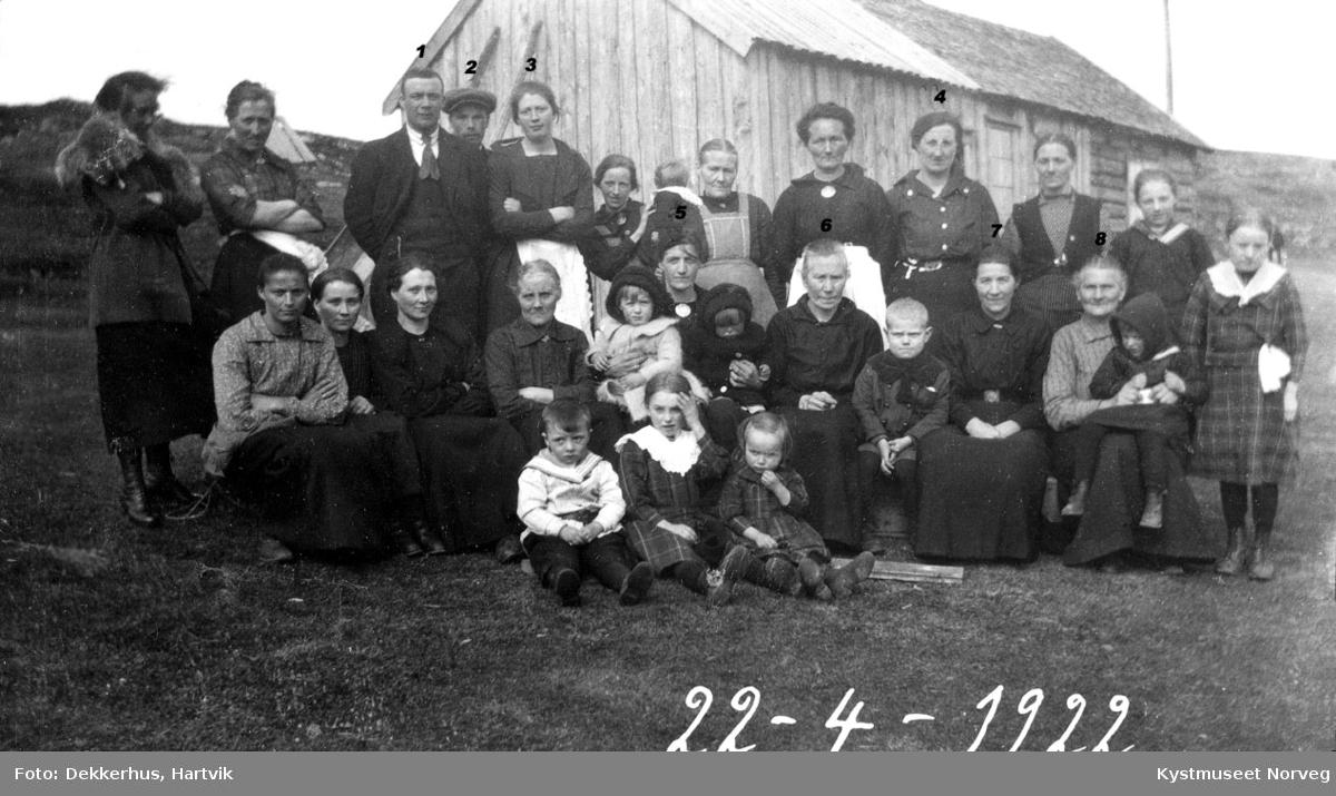Gjester i Gudrun Ofstads begravelse.
