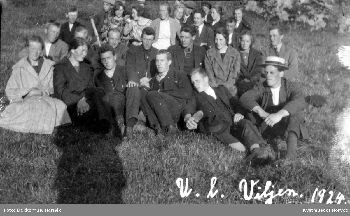 UL- Viljen ungdomslaget samlet på Ofstad i 1924