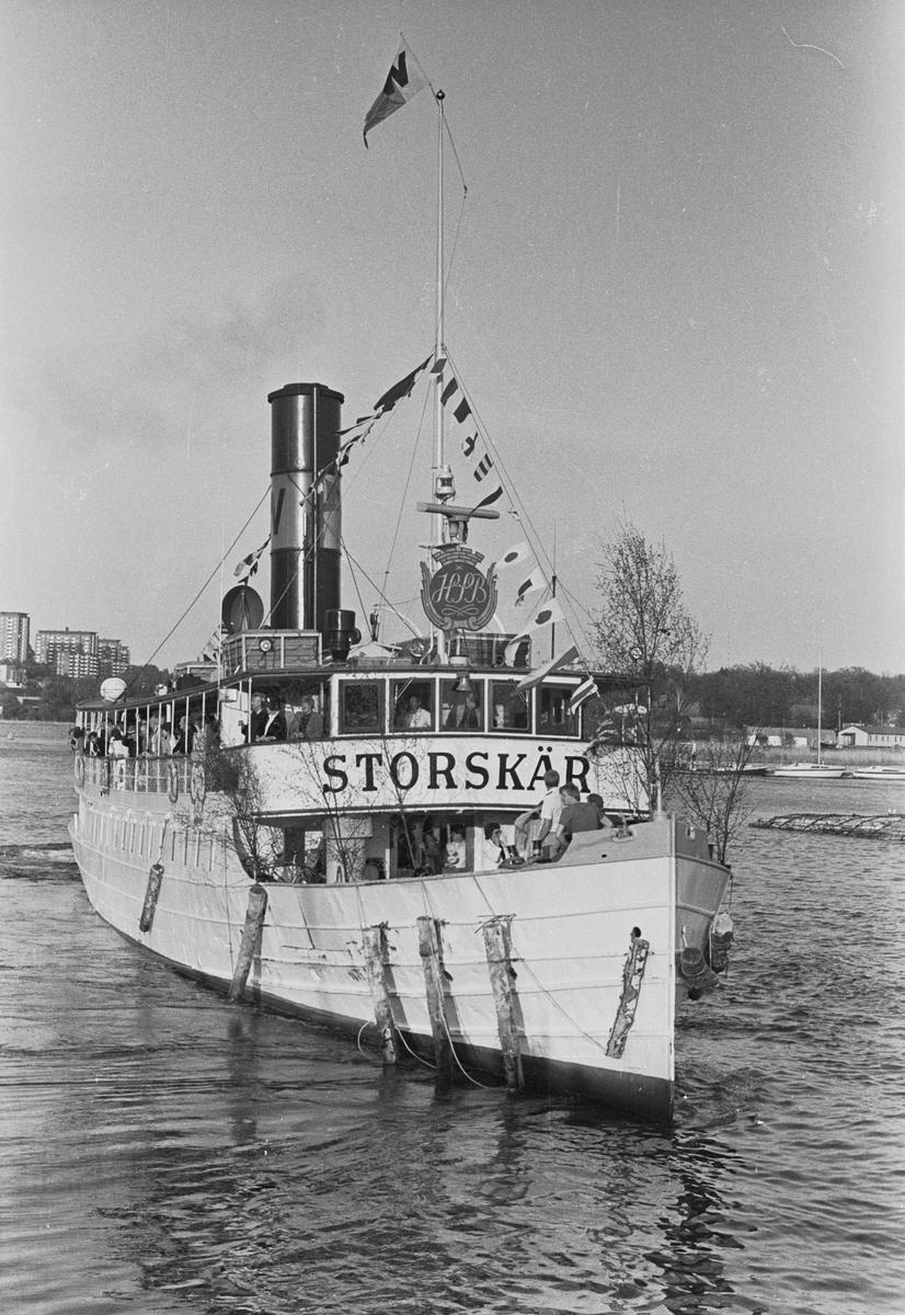 Fartyg: STORSKÄR                       Bredd över allt 6,99 meter Längd över allt 38,95 meter Reg. Nr.: 4842 Rederi: Waxholms Nya Ångfartygs AB Byggår: 1908 Varv: Lindholmens Varv, Göteborg. Övrigt: Strängnäs Express(1908)=STORSKÄR.