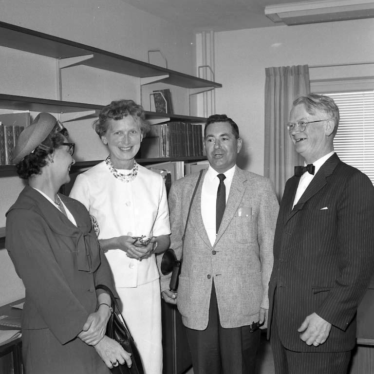 "Enligt notering: ""Amerikanare Stadsbiblioteket Aug -60""."