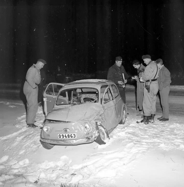 """Enligt notering: """"Krock vid Sörvik 8/12 1960""""."""