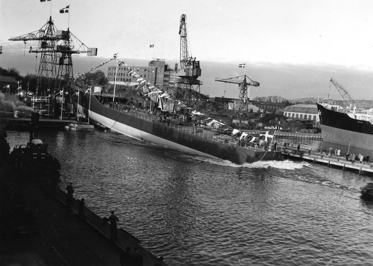 Fartyg: SMÅLAND                       Varv: Eriksbergs MVÖvrigt: Sjösättning av jagaren Småland på Eriksberg i Göteborg 23 oktober 1952