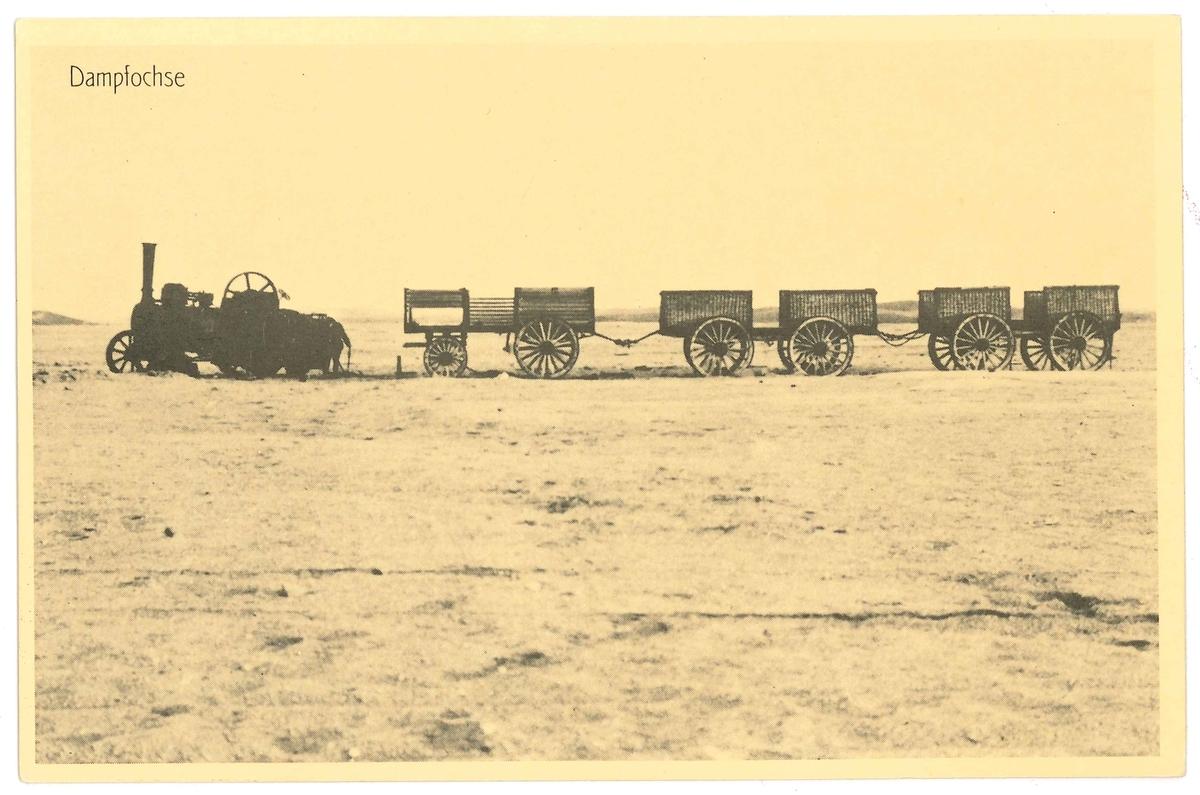 Vykort med motiv: Foto av ångvagn med tre kärror.  Ingår i en saming vykort som är reproduktioner gjorda under slutet av 1980-talet av original från omkr. sekelskiftet 1900.