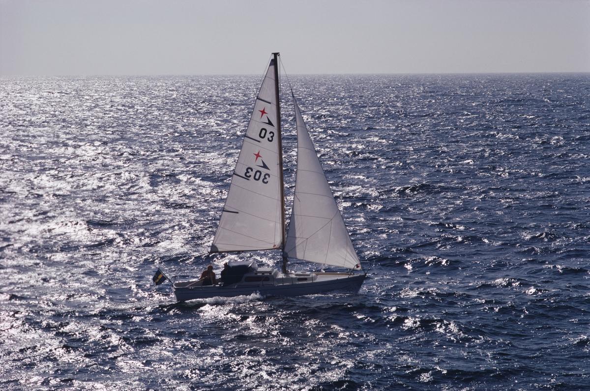 Fartyg:  Bredd över allt 2,24 meter Längd över allt 7,1 meter  Konstruktör: Brohäll, Per Övrigt: Segelnummer: 303