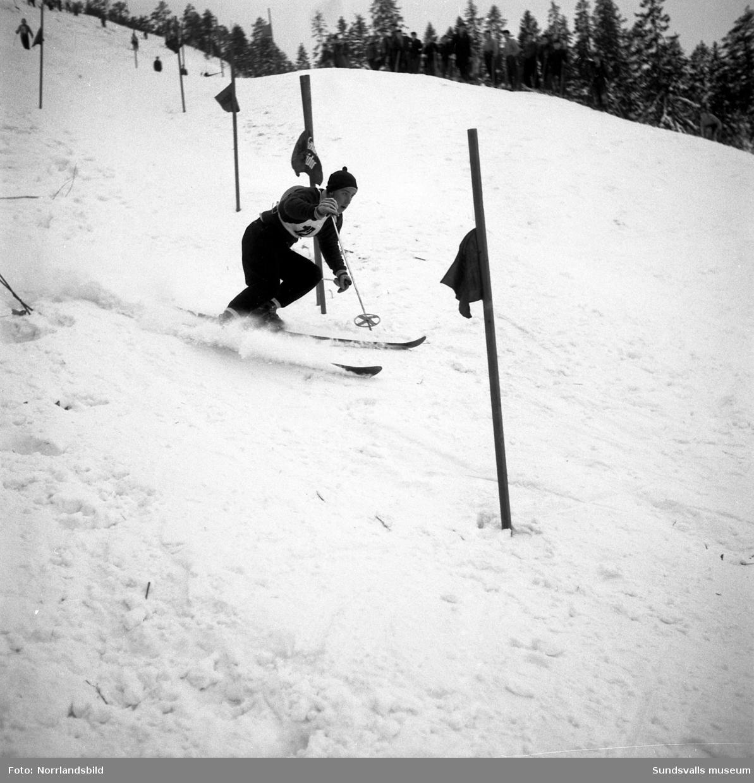 Kjell Englund, Sundsvalls Slalomklubb, i ett åk i slalombacken.