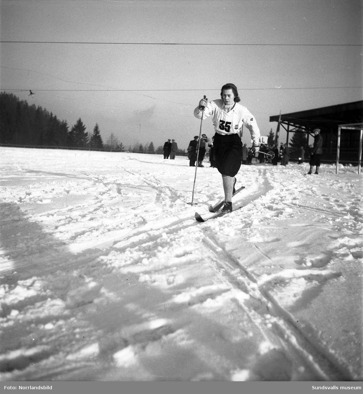 Skidåkarnas distriktsmästerskap i Njurunda, bland andra Selångeråkaren Gudrun Sjölén.